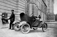 A Budapesten használatba vett új levélgyűjtő automobil