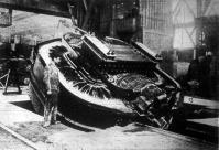 Egy váltóáramu elektromos olvasztó kemencze 8000 kilogramm vas része buktatott állapotban