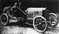 A francia Grand Prix. Goux, Peugeot-kocsijának kormányánál