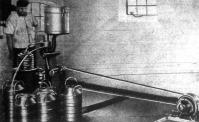 Villamossággal hajtott szeparator-gép egy modern tejgazdaságban