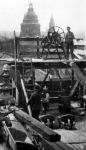 Munkások a tetőn (a Magyar Királyi Operaház átalakítása)
