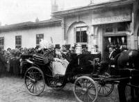 Péter király Pasics miniszterelnökkel 1912. október 5-én a trónbeszéd után távozik a Szkupstinából.