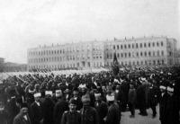 A háborús Törökország (1912). Katonaság és tüntetők a hadügyminisztérium előtt