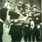Károly, az ősz román király tisztjeivel