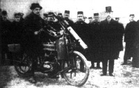 Hollandiában egész osztályokat szerelnek föl gépfegyveres motorkerékpárokkal