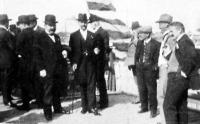 A gáztechnikusok kongresszusának kirándulása az óbudai új gázgyárhoz (1914)