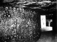 A katakombák titkai. Az emberi hiuságot gunyolják ezek a bölcs hallgatagságba merült koponyák