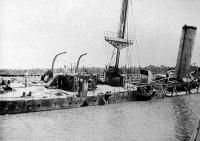 A Königsberg német hadihajó süllyeszt, majd elsüllyesztik
