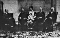 Gróf Berchtold  közös, San Giuliano olasz külügyminiszter, Bercholdnné,valamint az olasz és a magyar nagykövet
