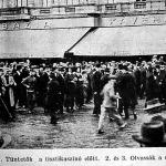 Háborús tüntetés az Oktogonon