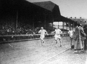 Rauh legyőzi Szenest 100m-en