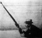 A Kézi gránátot fegyverre téve mint egy 400 méter távolságra lehet továbbítani. A fegyvert sem átalakitani, sem különleges szerkezettel ellátni nem kell. A gránát a fegyver lövegének erejével repül ki...