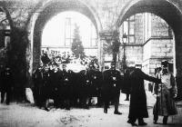 Katonatemetés Budapesten (Ezen a felvételen ifj. Berzeviczy Albertet temetik, a 38. gyalogezred vitéz századosát
