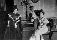 Jelenet a Kölcsönkért kastélyból: Amália Kiss I.), Lottika (N. Tasnády Ilona) és Bálint (Rajnai) a II. felvonásban
