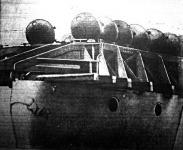 Egy aknarakó angol hajó.