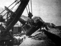 A Panama-csatorna építésénél használt gép, amely a világ legnagyobb kotrógépe nevét viseli. Ezt a gépet és még sokszáz társát a németetek szállitották az amerikai csatorna-építő bizottságnak.