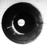 """Egy 12 cm-es tarack csövének csavarmenetes vonalai az ágyutorokkal szembe nézve: az ágyucső peremén láthatók a """"hadviselés"""" nyomai."""