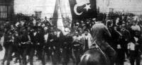A tömeg ünnepli a Szent Háború meghirdetését