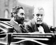 Sir Roger Casement (bal oldalon)