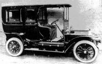 Elegáns autó  a századfordulóról