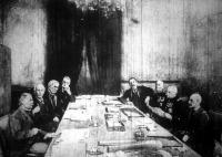 A haditanács tajai, a bal oldalon azangolok, Lloyd George, Balfour, Asquith, Grey, ajobbon a franciák, Briand, Galliani, Joffre, Lacaze