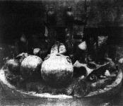 """Bombák és gránátok a berlini hadikiállításon. Egy részükön látszik, hogy """"bedöglöttek"""", azaz: nem robbantak föl. Orosz """"gyártmányok"""" voltak, homokkal és fűrészporral töltve"""
