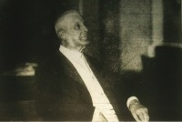 Wekerle Sándor, az új miniszterelnök dolgozó szobájában
