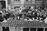 A háborus Németország: kenyércsomagolás a hadsereg részére
