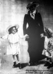 Zita királyné gyermekeivel