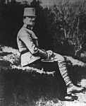 Csicserin, akinek az apja is diplomata volt, e képen még katona
