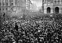 A Tanácsköztársaságot ünneplő tömeg