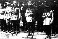 Panaideacu vezérkari főnök, Mardarescu és Diamandi nézik a román csapatok bevonulását Budapestre