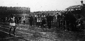 A 400 m-es síkfutás finishe Kurunczy(1.)-Podolszky(3.)-Fixl(2.)