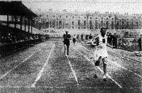 Déván István (MAC) győz a 400 m-es síkfutásban