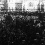 A gyászoló közönség Somogyi koporsója körül