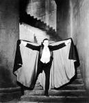 Lugosi Béla, az 1931-es Drakula című filmben. Lugosi Béla indul vért szívni