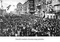 A felbujtott tömeg naggygyűlése