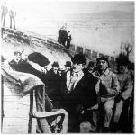 A kormányzó bányászruhában a dorogi szénbányába megy