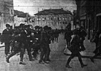 Bekísérik az elfogott kommunistákat