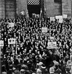 A békét elutasító tüntetők