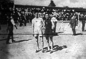 A Prágai athletikai játékok 400 és 800 méteres versenyének győztesei Sundbiov (svéd) és Delvart (francia)
