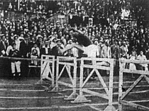 Stolmár Károly a 110 m-es gátfutás győztese
