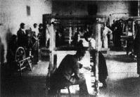Szövőmesteri tanfolyam résztvevői munka közben