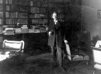 Ambrus Zoltán a dolgozószobájában