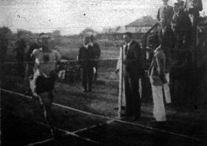 Benedek János győzelme az 1500 méteres síkfutásban