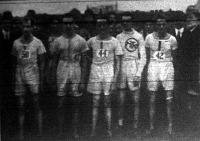 Az MTK győztes bajnokcsapata Löbl József, Grosz István,Csitbay József, Garai Sándor, Bese József