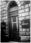 A dob-utcai Lázár kávéház bejárata
