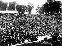 Lloyd George tömeg előtt beszél