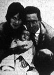 Harold Lloyd családi körben a felesége Mildred Davis és a kislánya