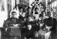 Nőiruha-készítő a századfordulón